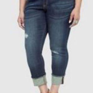 Torrid Boyfriend Cropped Darkwash Jeans Size 24